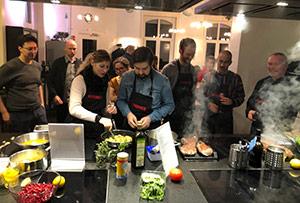 Eresult Team beim Kochkurs am Teamtag.