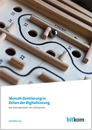 """Titelbild des Whitepapers """"Mensch Zentrierung in Zeiten der Digitalisierung"""""""