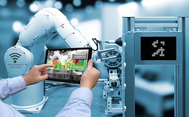 Abbildung einer Maschinensteuerung im Industrieumfeld