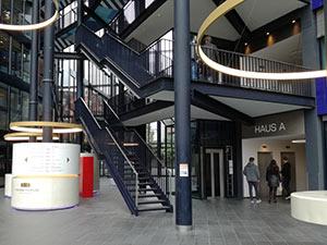 Eingangsbereich des Eresult Standort in Hamburg.