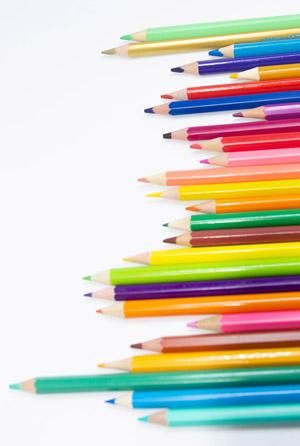 Viele Buntstifte in allen Farben