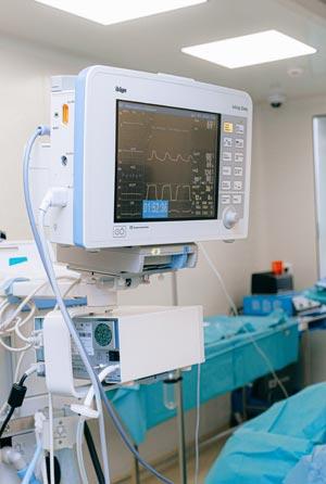 Monitor zur medizinischen Überwachung mit vielen Anschlüssen