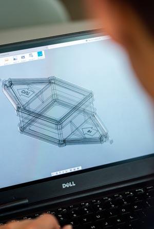 Aufgeschlagener Laptop mit laufender Grafiksoftware