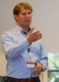 Holger Fischer als Referent, Halbfigur