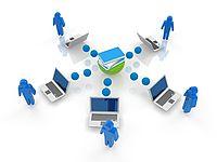 Animiertes Bild, das 5 blaue Figuren und die dazugehörigen Laptops um einen Server zeigt. Das Bild soll das Konzept des Intranets darstellen.