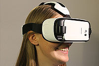 Testperson trägt VR-Brille.